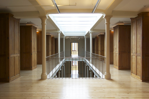 L'atrium avec la lumière zénithale